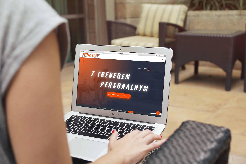 Projekt strony internetowej dla trenera personalnego - laptop - Agencja Marketingowa Ozonmedia