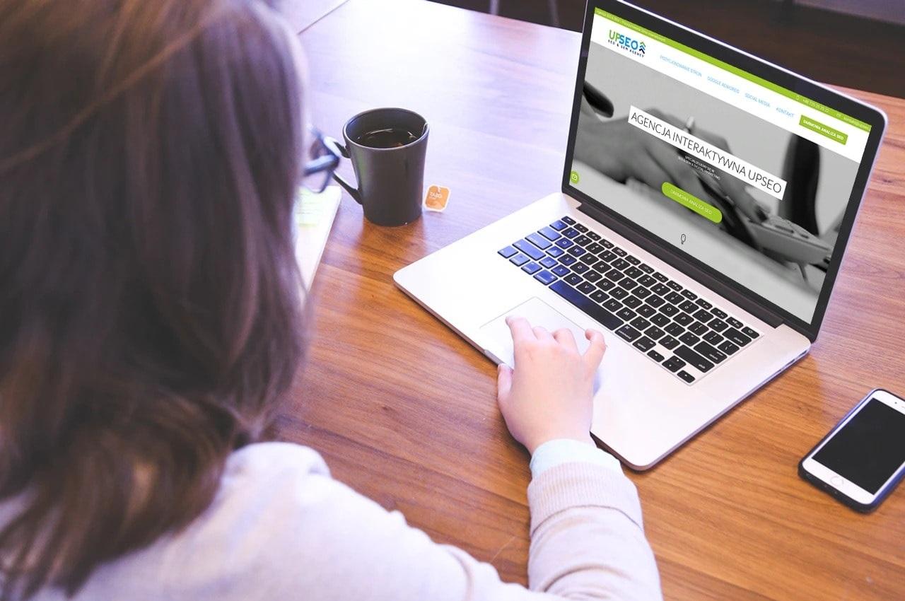 Projekt strony internetowej dla agencji interaktywnej - laptop - Agencja Marketingowa OzonMedia z Wrocławia
